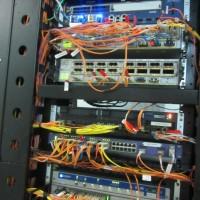Danos em equipamentos de dados por corrosão causada por elemento extintor