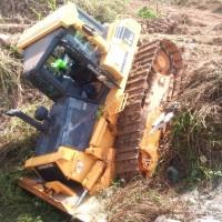 Trator de Esteiras Komatsu D61EX – Queda